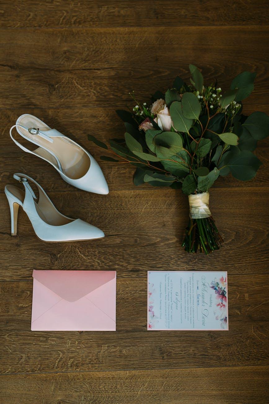 Pozvánka a svatební boty