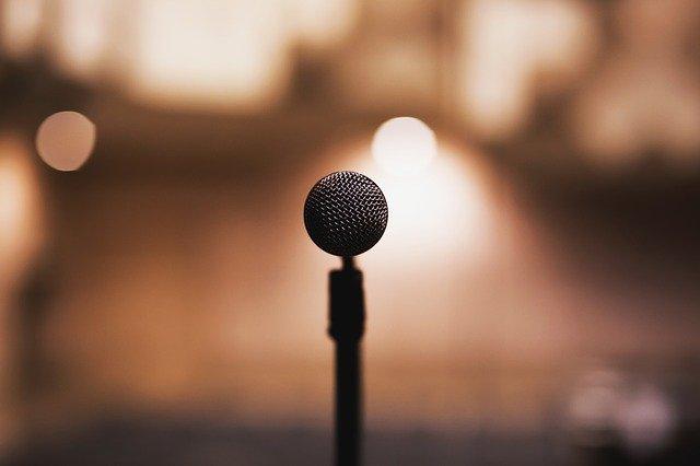 Zpěv, mikrofon